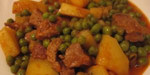 Junetina s graškom i krumpirima